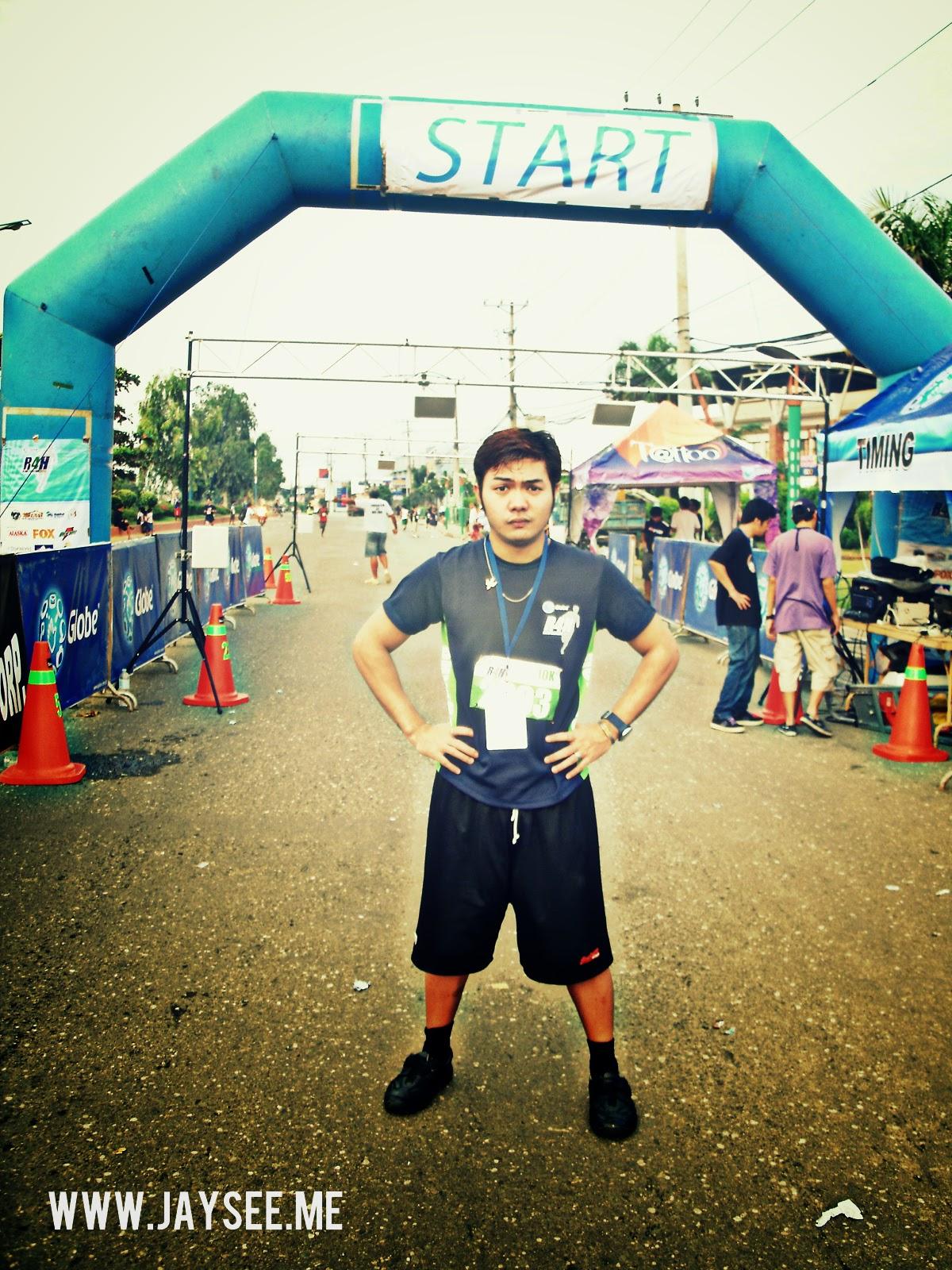 Being fierce at the marathon starting point after warm-up.