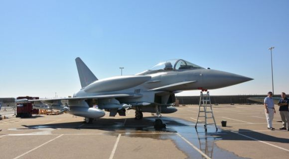 Typhoon dengan CFT di Al-Ain AIr Show