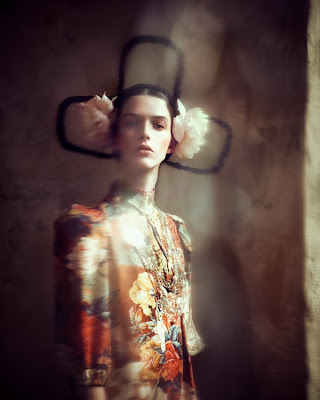 photo de mode luxe magazine haute couture portrait inspiré art frida khalo