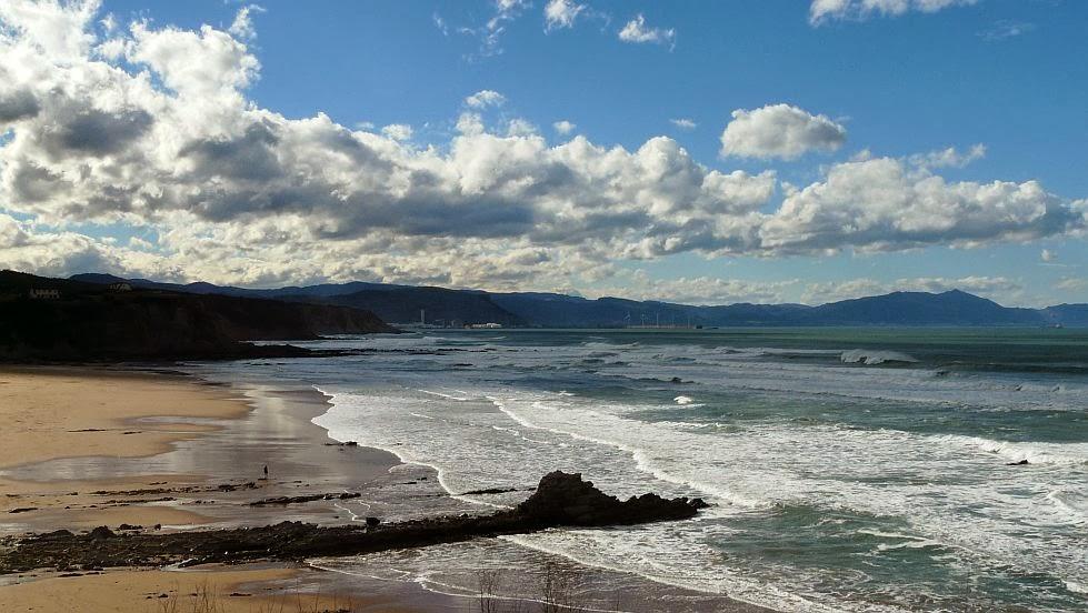 dia soleado y caluroso en sope sopela sopelana surf 01