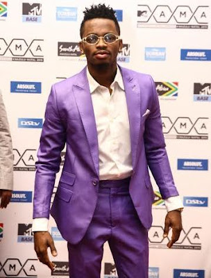 Diamond Platnumz beats Davido to win 2015 MTV EMAs Best African Act.