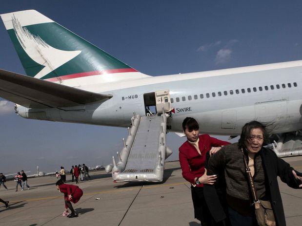 Aeroporto Xangai : China fumaça obriga evacuação de avião com pessoas a