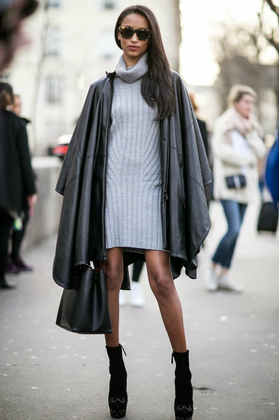 Model Street Style Anais Mali In Paris The Front Row View