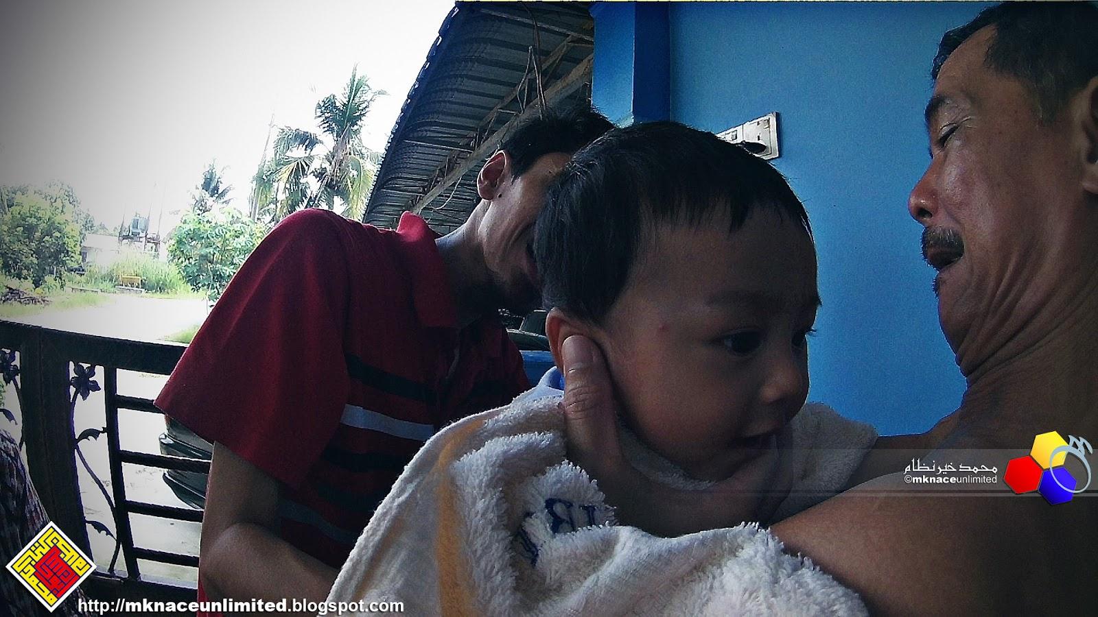 Huru hara projek gunting rambut the Haziq  3cf12e40ce