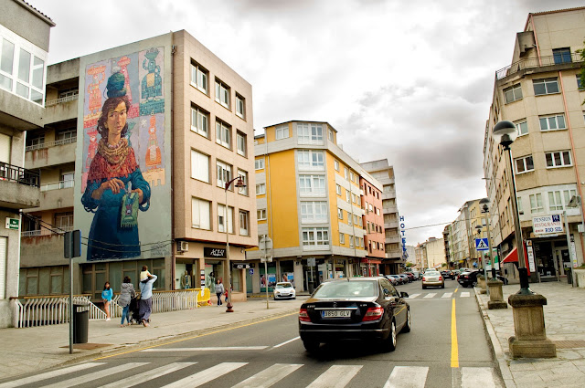 The Rexenera Street Art Festival recently took place in Spain where Nomada created this mural on the streets of Carballo, a city located in the province of Coruña, in the autonomous community of Galicia.