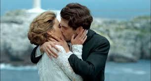 Beso de Julio y Alicia. Gran Hotel