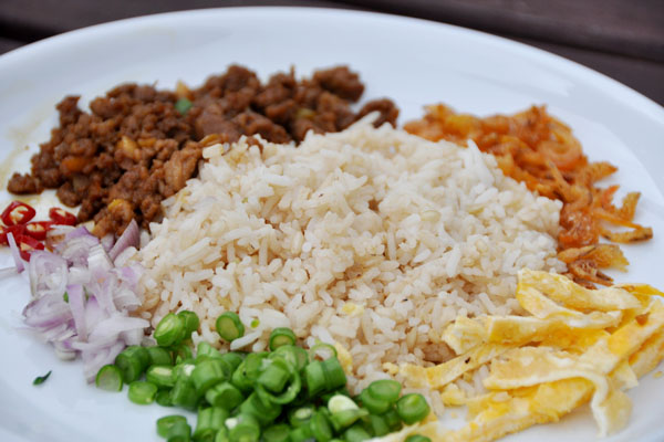 thai fried rice with shrimp paste