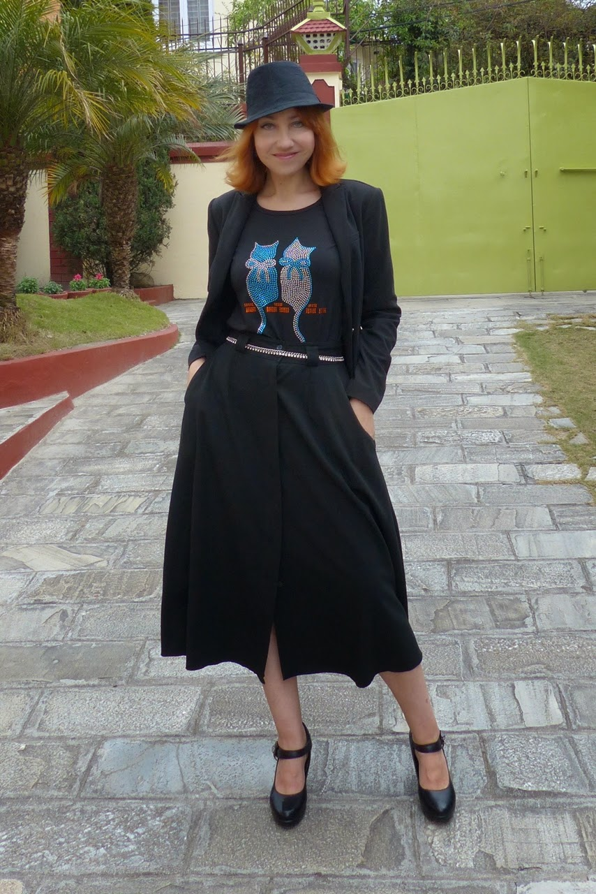 Rhinestones cats t-shirt, black button down skirt and blazer