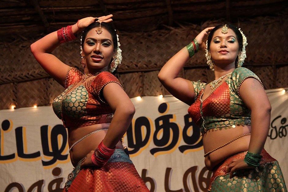 Nanbargal Kavanathirku - Official HD Trailer
