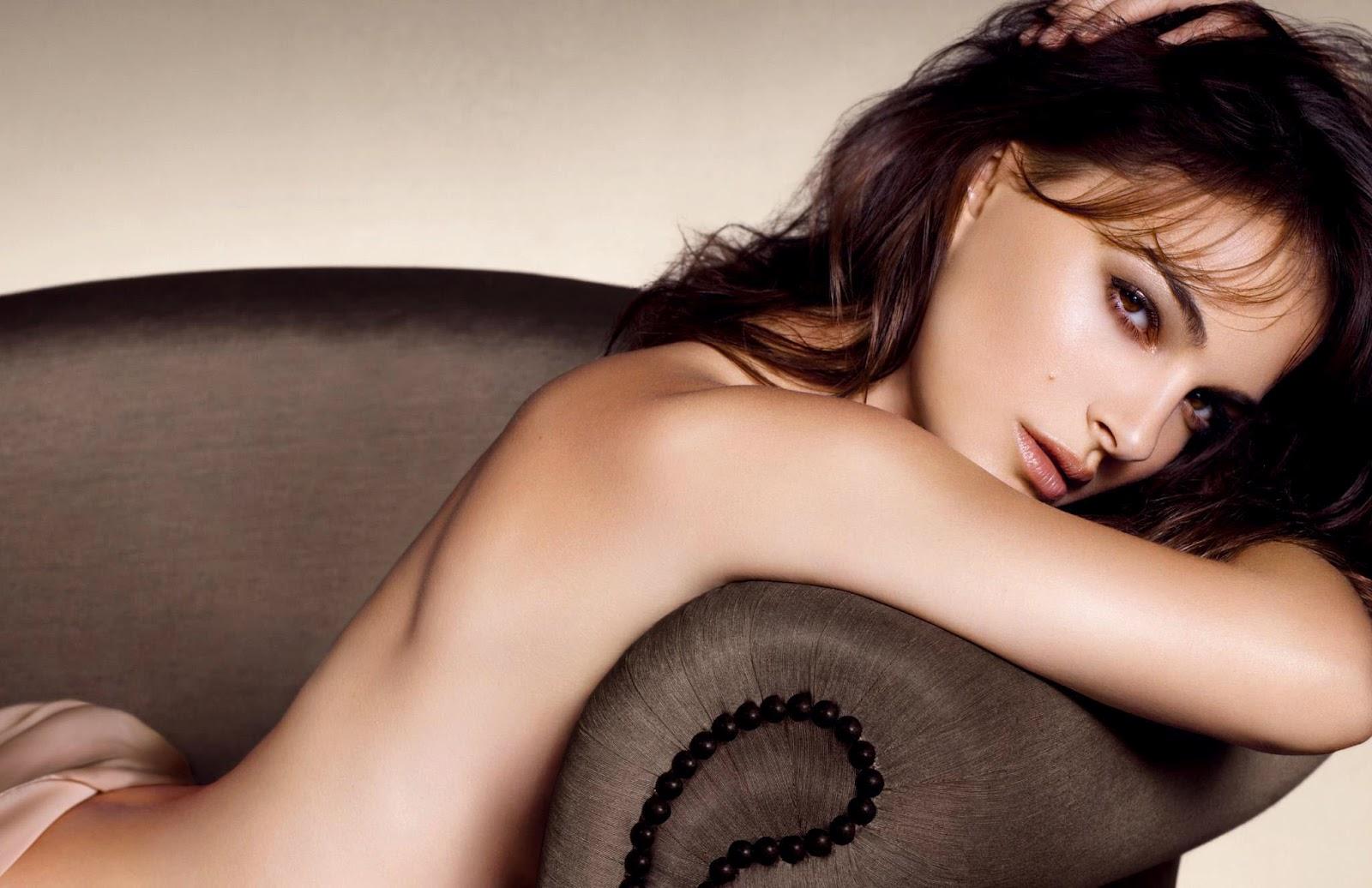 http://2.bp.blogspot.com/-NW9EbwVu8ow/UFRB6OVi_RI/AAAAAAAAevA/lVNMoTKVIJs/s1600/Natalie+Portman+-+Dior+%2527New+Nude%2527+Promos+0+.jpg