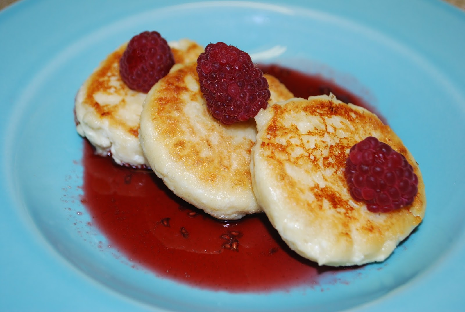 Yayas kitchen today syrniki quark cheese pancakes with raspberry syrniki quark cheese pancakes with raspberry sauce ccuart Images