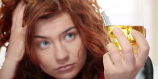 6 Efek Buruk Alkohol Bagi Kecantikan
