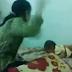 Βίντεο σοκ δείχνει μητέρα να κακοποιεί το παιδί της