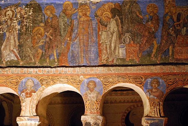 Οι εντυπωσιακές καμάρες της εκκλησίας της Πόρπης, η οποία είναι λαξευμένη στο ασβεστολιθικό πέτρωμα