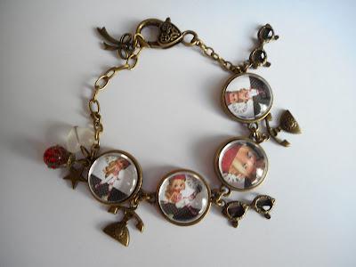 http://www.alittlemarket.com/bracelet/fr_bracelet_4_cabochons_verre_vintage_miss_beret_rouge_rouge_noir_blanc_reserve_-16550557.html