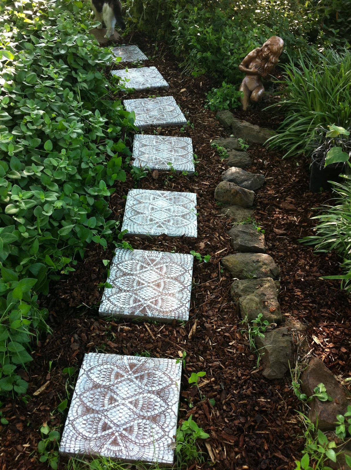 Mindful matters how to make lace like stepping stones for Rock stepping stones landscaping