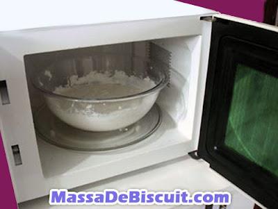 Como fazer massa de biscuit no micro-ondas – passo a passo