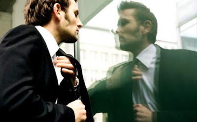 انواع الرجال التي تكرهها ولا تطيقها النساء ,رجل يرتدى بدلة رسمية,man wearing suit