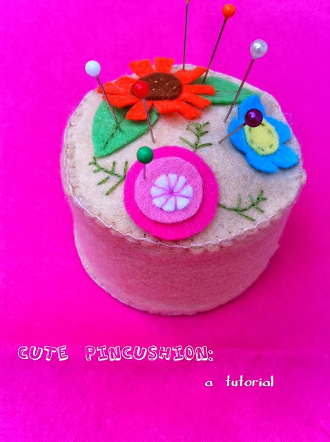 http://www.srtapomelo.com/2011/09/cute-pincushion-tutorial.html