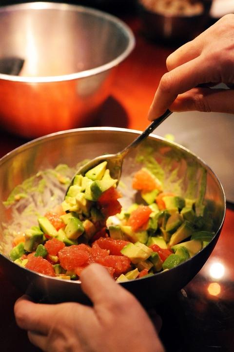 Petite salade pour combattre l'hiver ! Salade d'avocats et pamplemousse, mâche nantaise en mayonnaise
