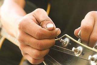 Cara Memasang Senar Gitar Yang Benar