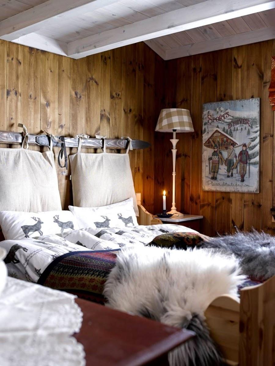 wystrój wnętrz, wnętrza, urządzanie mieszkania, dom, home decor, dekoracje, aranżacje, drewniana chata, dom z bali, dom w górach, styl ludowy, styl skandynawski, sypialnia, oryginalny zagłówek, łóżko