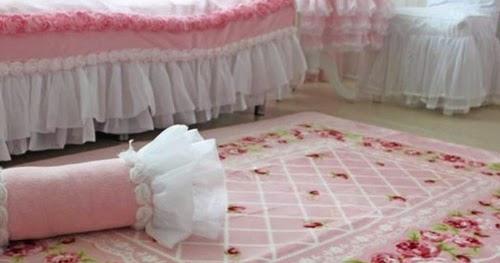 Arredamento stile shabby chic arredare interni ed esterni for Arredamento tappeti