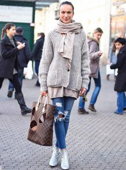Glitter boots Saint Lauren, street style, Louis Vuitton tote designed by Comme des Garçons' Rei Kawakubo, taupe colour style, ripped jeans, Street style spring Ljupka Gojić Mikić