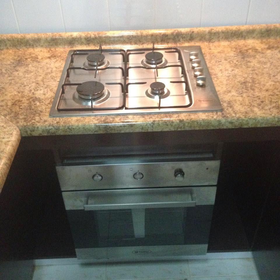 Centro de proyectos a medida proyecto de cocina en for Mueble para encastrar horno y encimera