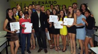 Alunos da Escola Felipe Rodrigues de Lima recebem certificados das Oficinas Psicoeducativas