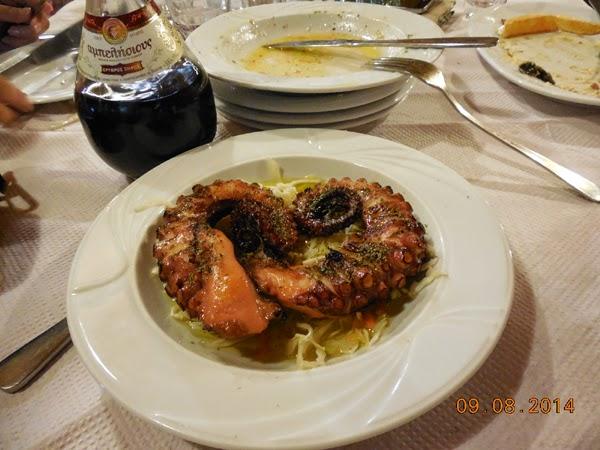 Grilled Octopus cu vin rosu