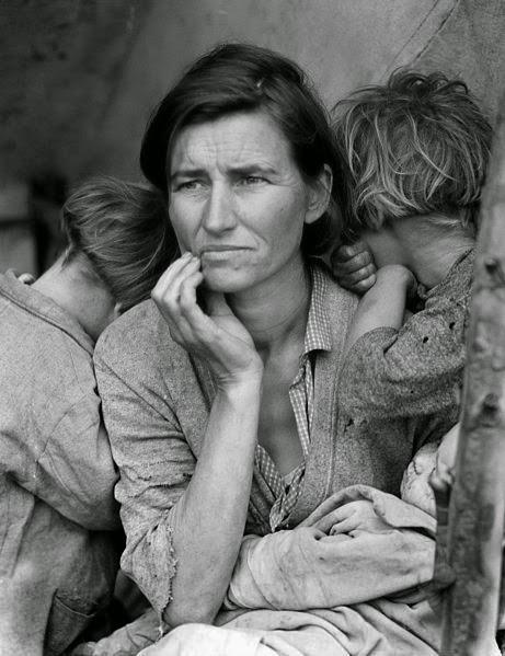 Seorang Ibu yg harus menjual tenda tempat bernaung dan ban mobil untuk membeli makanan bagi 7 anaknya