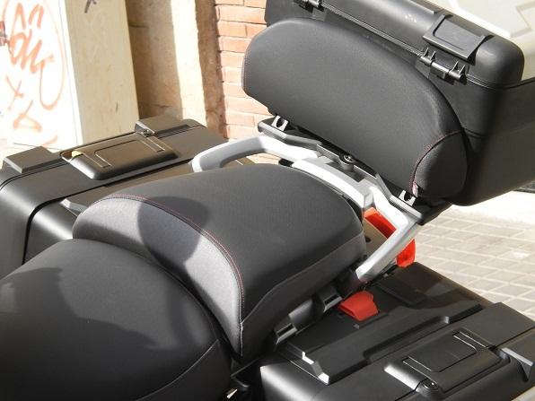 Fabricaci n de un respaldo para cofre de moto tapizar for Tapizar asientos coche barcelona