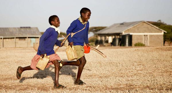 «Sur le chemin de l' école / Στο δρόμο για το σχολείο»