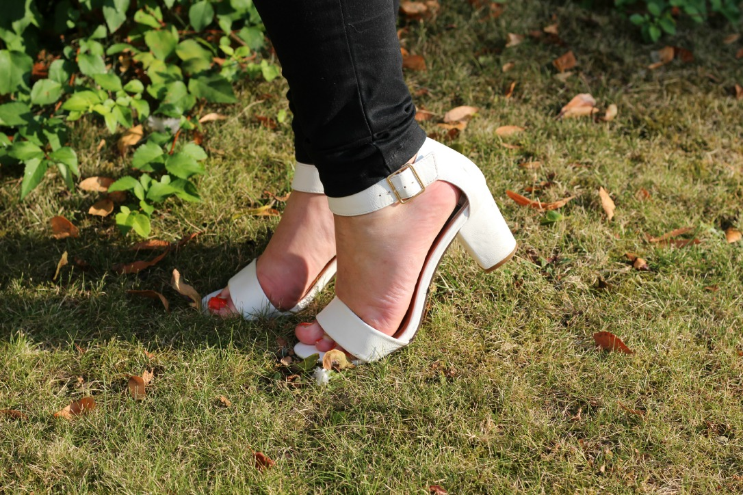 primark white low chunky block heeled sandals