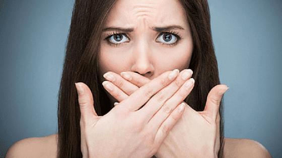 رائحة الفم الكريهة: ما هي أسباب رائحة الفم الكريهة؟