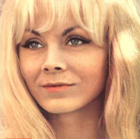 На фото: Победительница Евровидения - 1962. Isabelle Aubret (Изабель Обре)