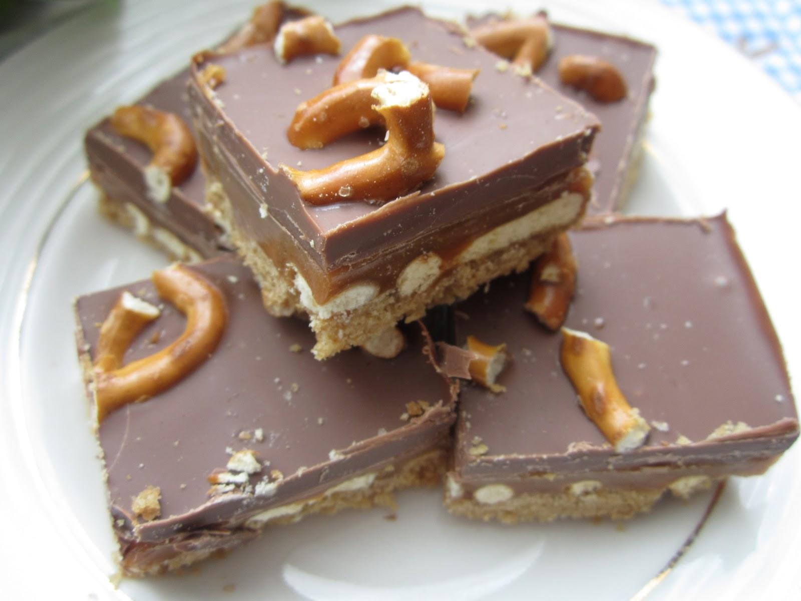 """Aldi Gourmet: Peanut Pretzel Caramel """"Crack"""" Bars"""