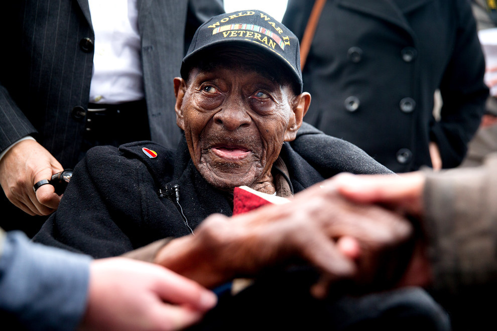 70 Of The Most Touching Photos Taken In 2015 - Frank Levingston Jr., who at 110 is America's oldest military veteran, is greeted by visitors at a ceremony to mark the anniversary of Pearl Harbor.