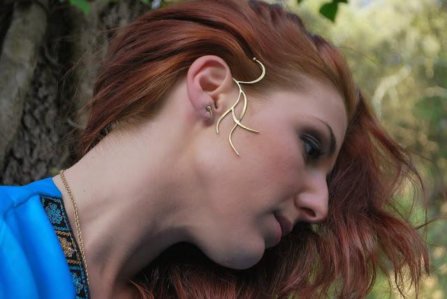 Bijou porté:le Tour d'oreille  Fille du lac