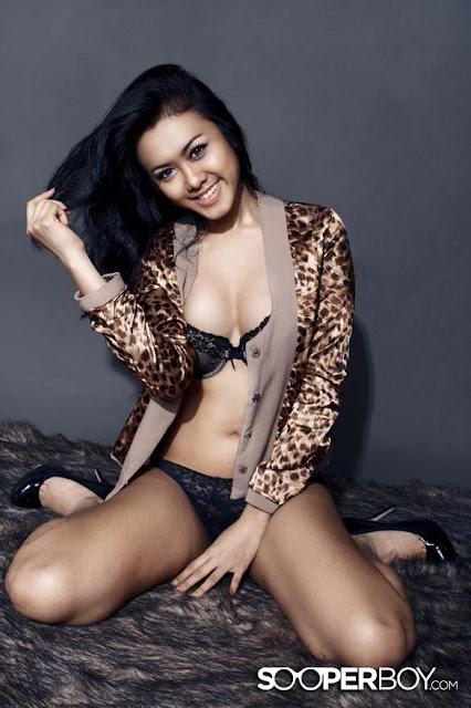 Foto Hot Dan Sexi Devi Liu Yang Foto Mesranya Sama Ariel Beredar