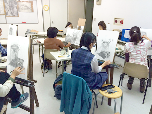 横浜美術学院の中学生教室 美術クラブ どこまで描けるか!「細密デッサン」制作風景2