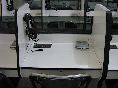Tampak Meja Siswa - laboratorium bahasa multimedia