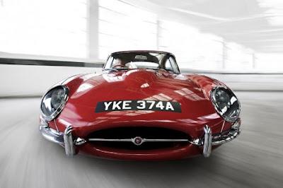 Jaguar warna merah klasik.jpg