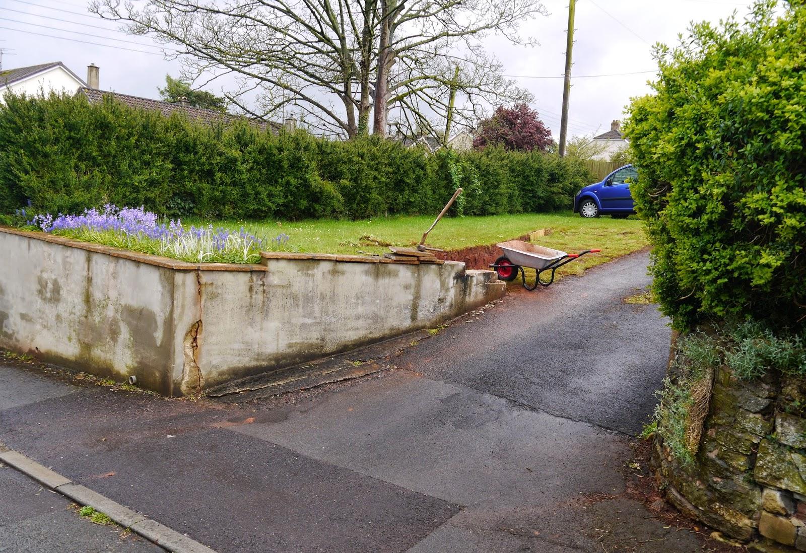 Driveway wall