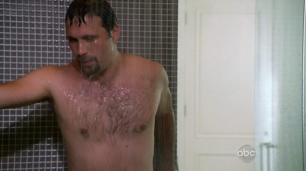 Jeremy Sisto Shirtless in Suburgatory s1e06 - Shirtless