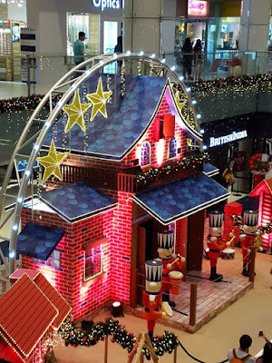 It's Christmas Time in the City of Singapore
