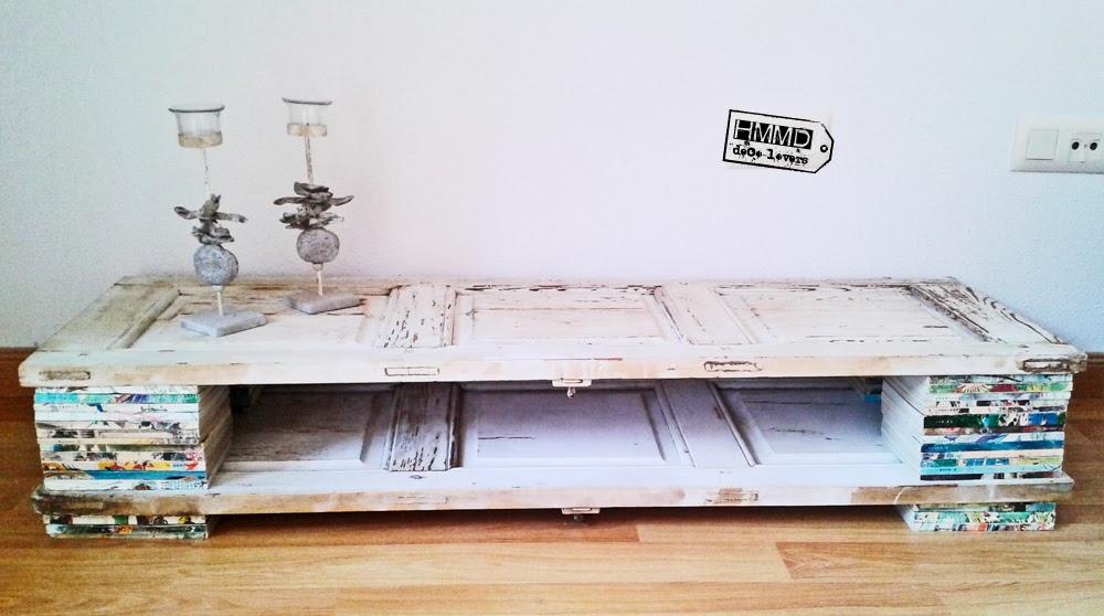 Cómo decorar una buhardilla, mesa televisión espacio abuhardillado, mesita vintage tv original, mesa con palets, mesa con ventanas contraventanas by HMMD Handmademaniadecor