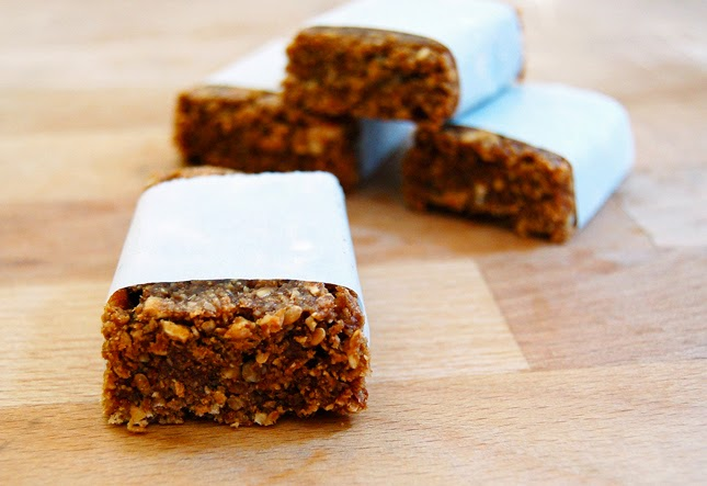 Crunchy Nut-Raisin Granola Bars