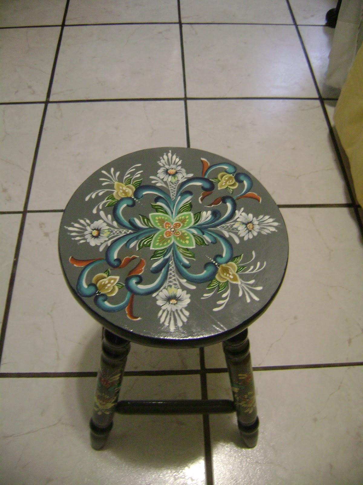 banco com a pintura Rosemaling(pintura decorativa originaria da  #5C4E38 1200x1600